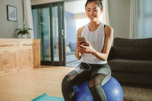7 Exercícios para levantar os seios depois da gravidez